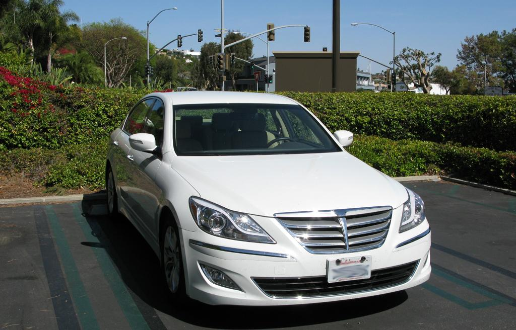 2014_Hyundai_Genesis_1