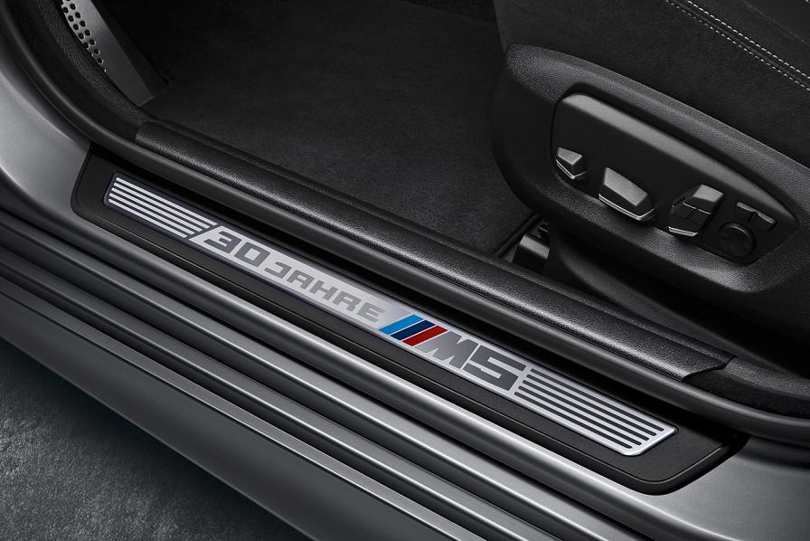 2015_BMW_M5_30th_3
