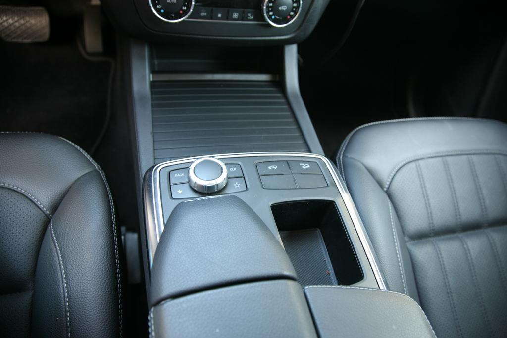 2014_Mercedes-Benz_GL450_41