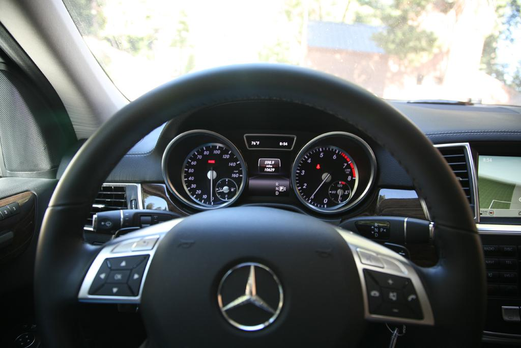 2014_Mercedes-Benz_GL450_47