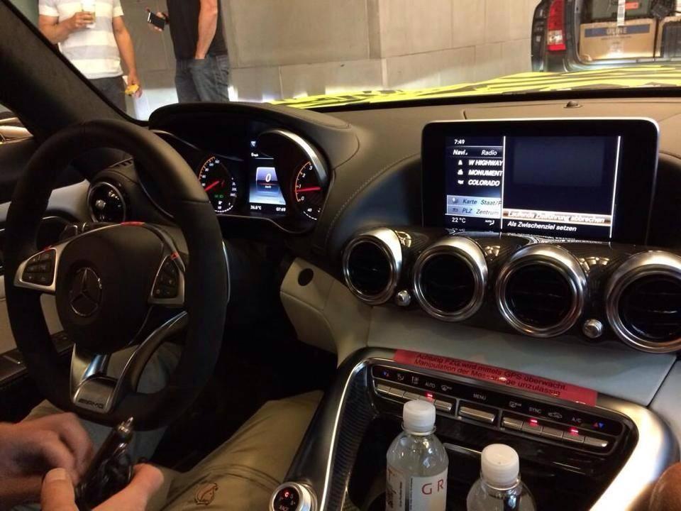 Mercedes-Benz_AMG_GT_Interior_Spyshot