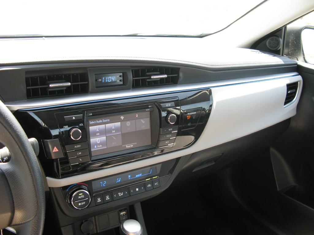 2014_Toyota_Corolla_12