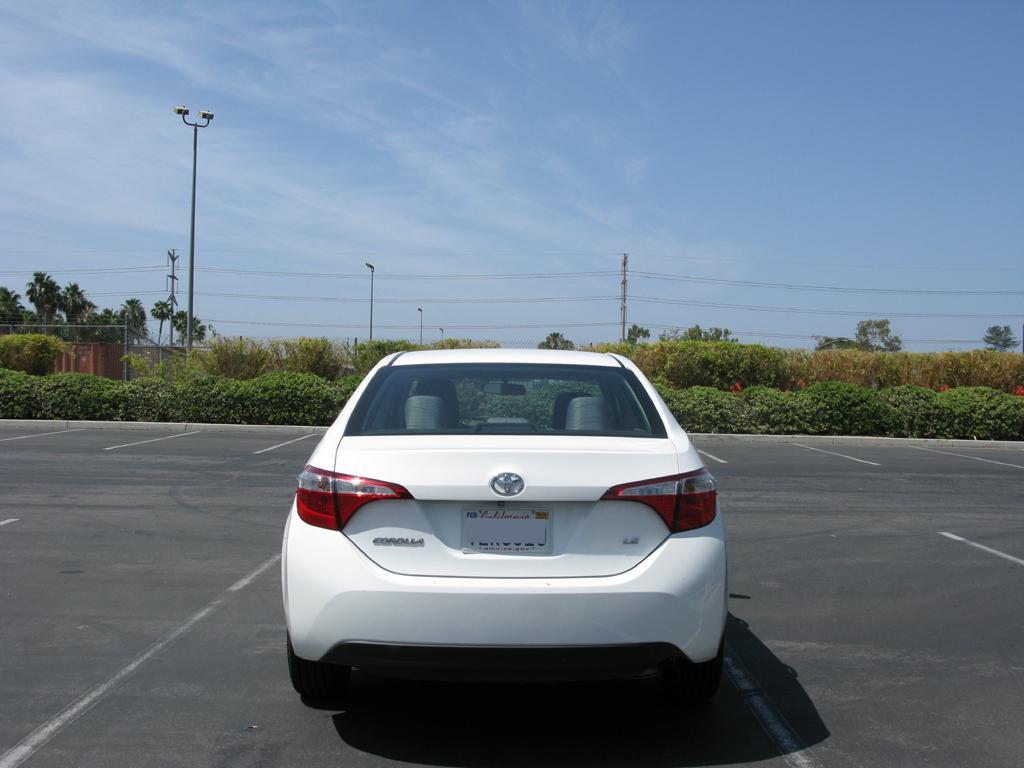 2014_Toyota_Corolla_3