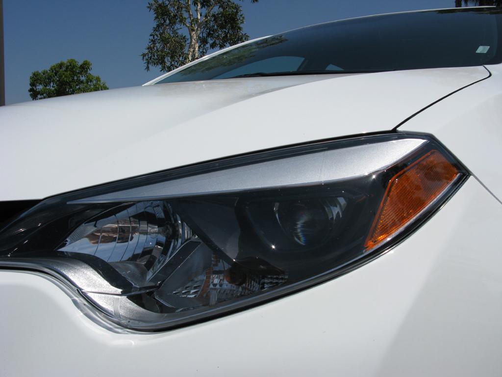 2014_Toyota_Corolla_8