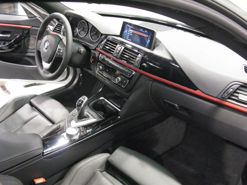 2015_BMW_M4_Coupe_OC_Interior