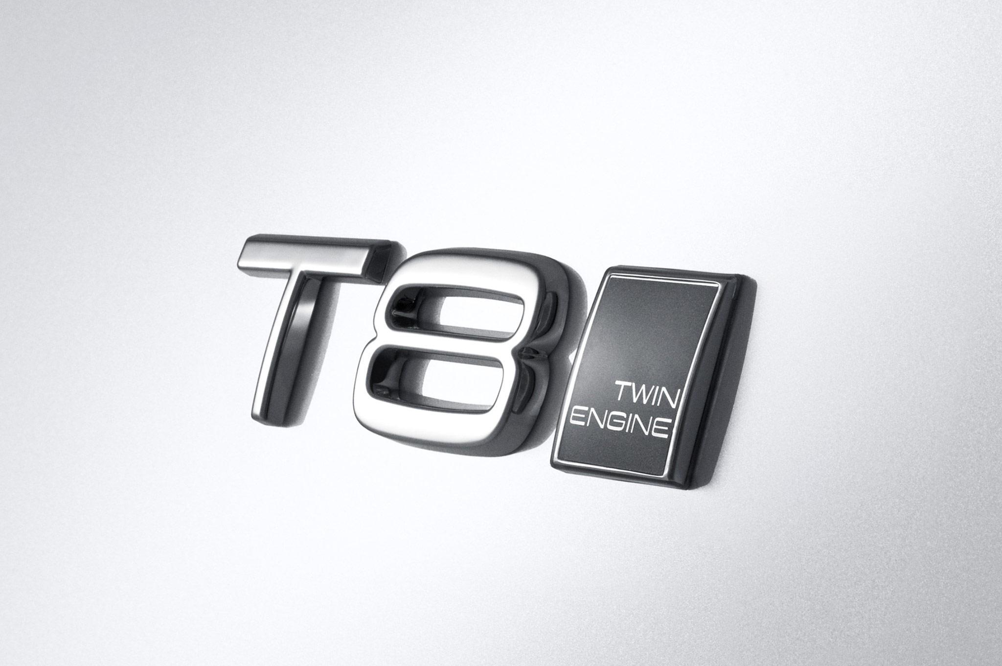 2015_Volvo_XC90_T8