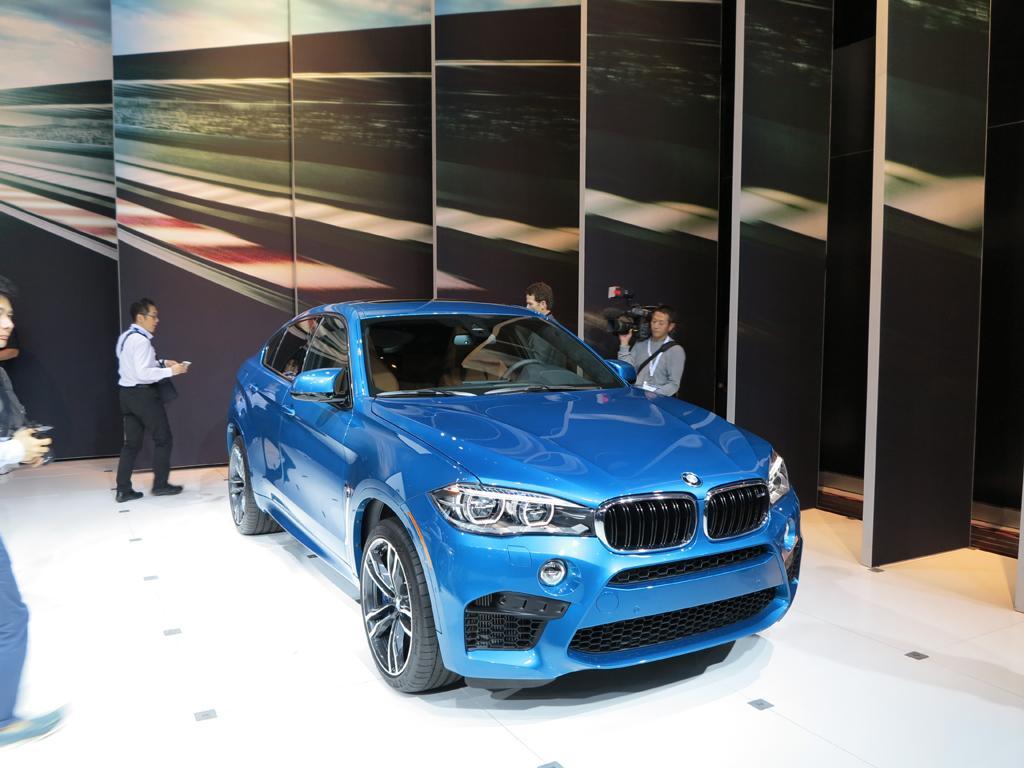 2016_BMW_X5-6M_LAShow_9