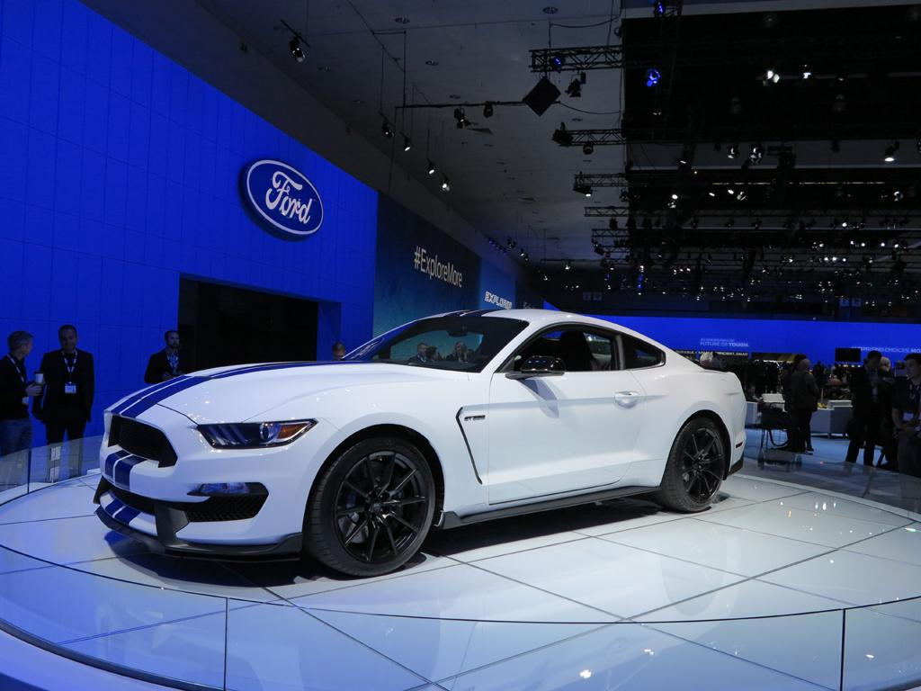 2016_Ford_Shelby_GT350_Mustang_LAShow_1
