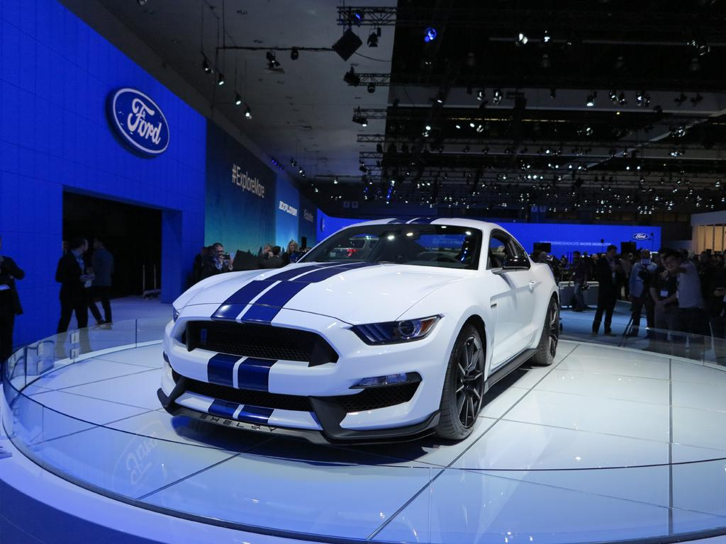 2016_Ford_Shelby_GT350_Mustang_LAShow_2