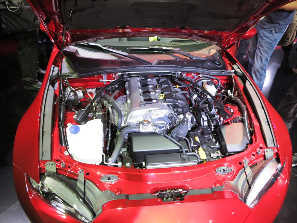 2016_Mazda_MX5_Miata_LAShow_11