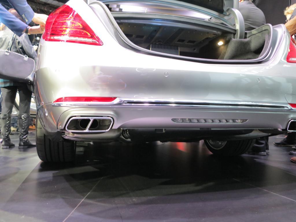 2016_Mercedes-Benz_S600_Maybach_LAShow_12
