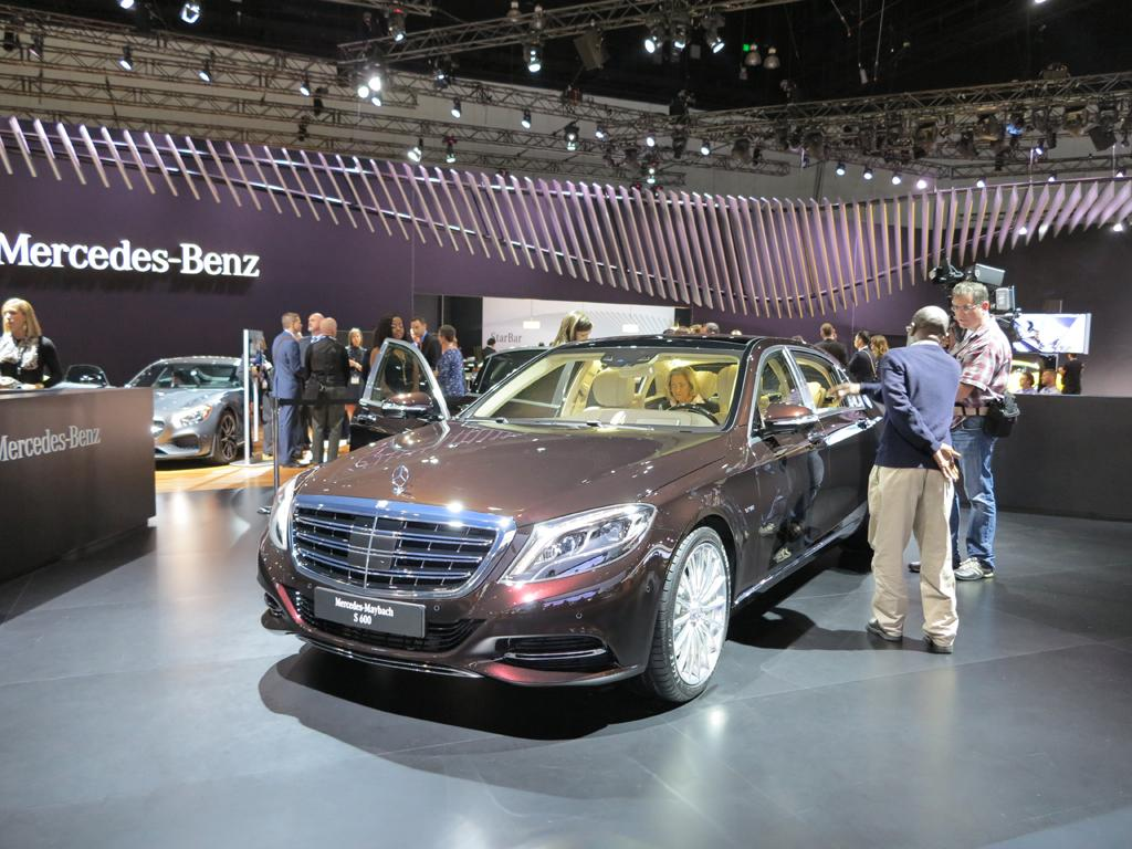 2016_Mercedes-Benz_S600_Maybach_LAShow_9