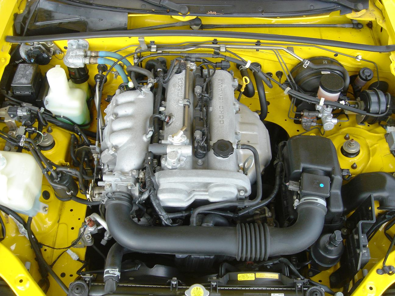 Mazda_MX5_Miata_Engine_Bay_NB