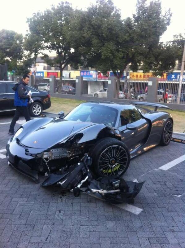 the first crash of the porsche 918 spyder in asia. Black Bedroom Furniture Sets. Home Design Ideas