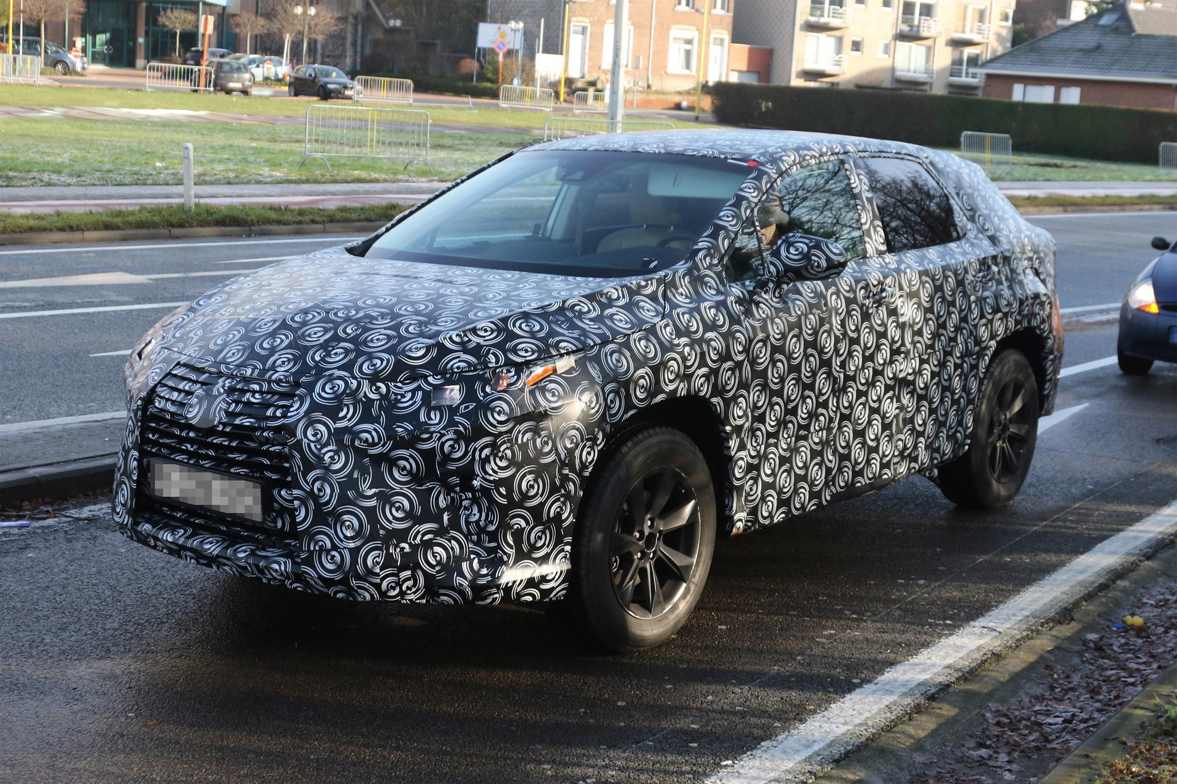 2016_Lexus_RX_SpyShot_4