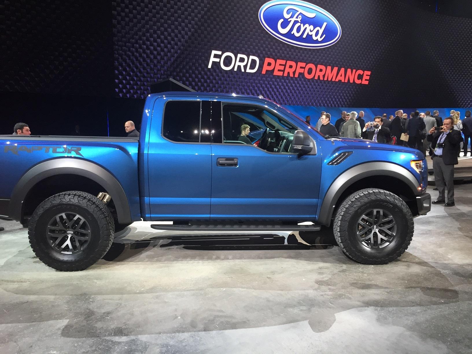 2017_Ford_F150_Raptor_DetroitAutoShow_1