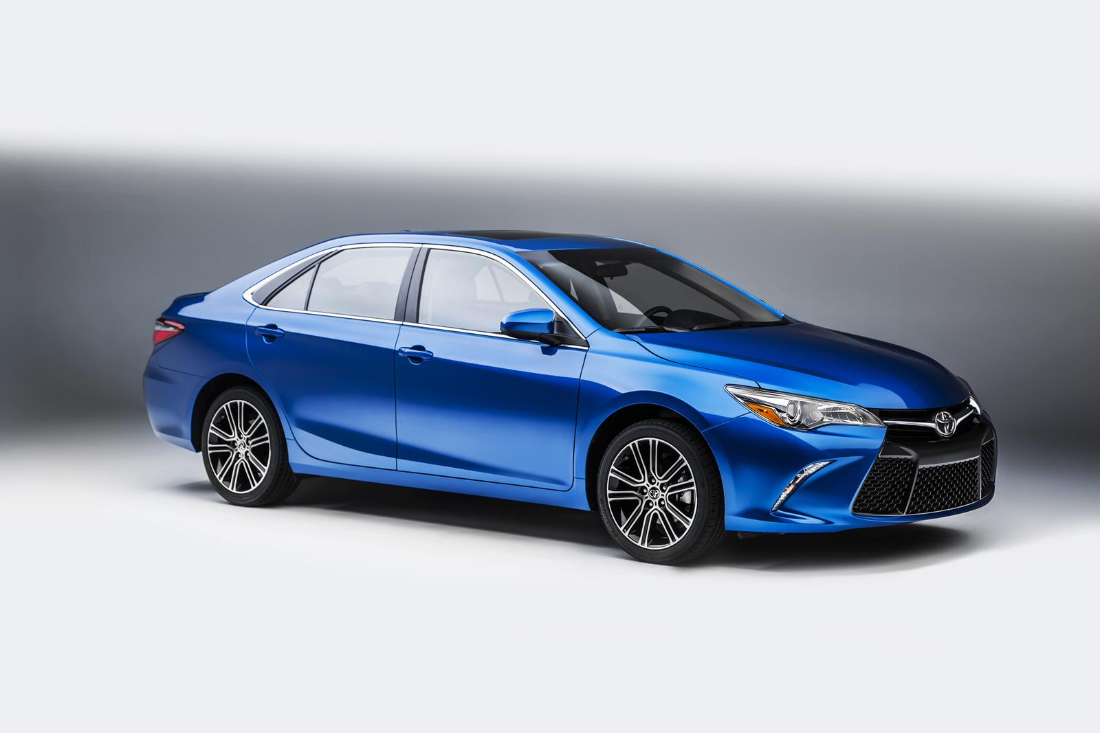 2016_Toyota_Camry_Special_Edition_3