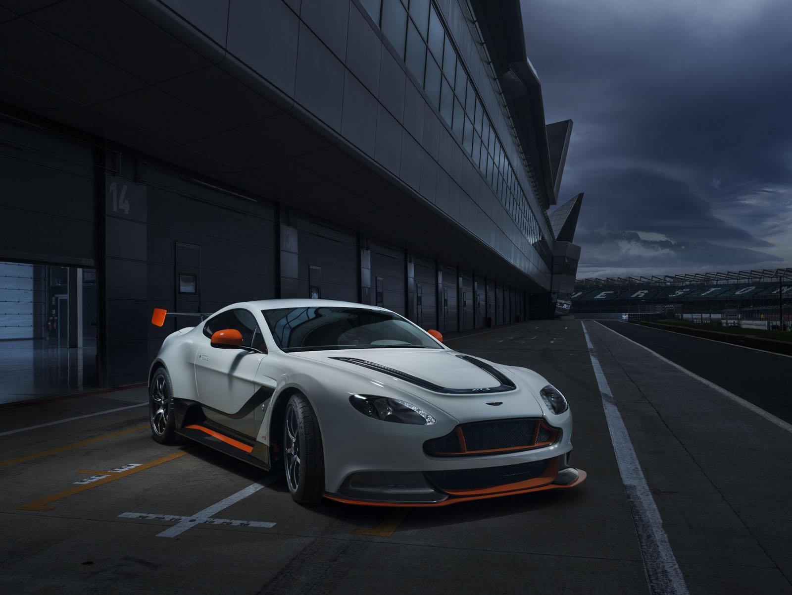 Aston_Martin_Vantage_GT3_1