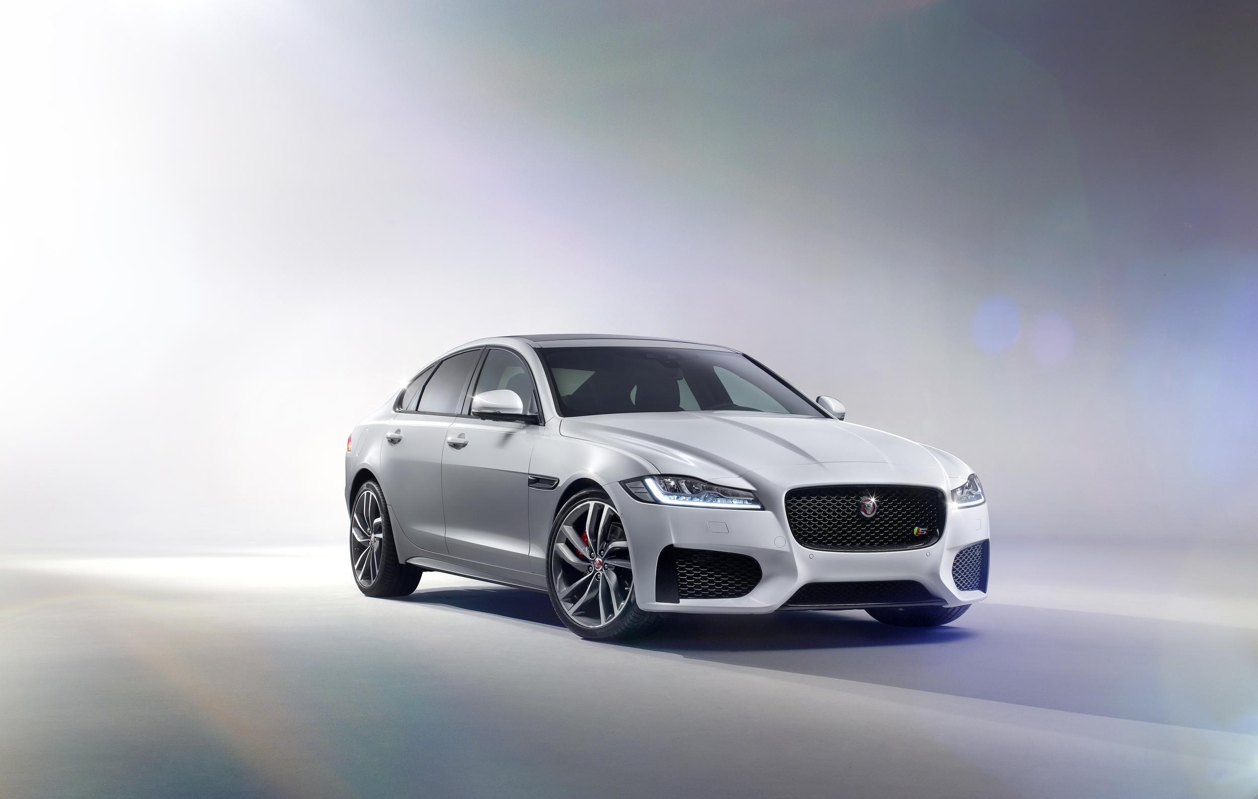 2016_Jaguar_XF_1