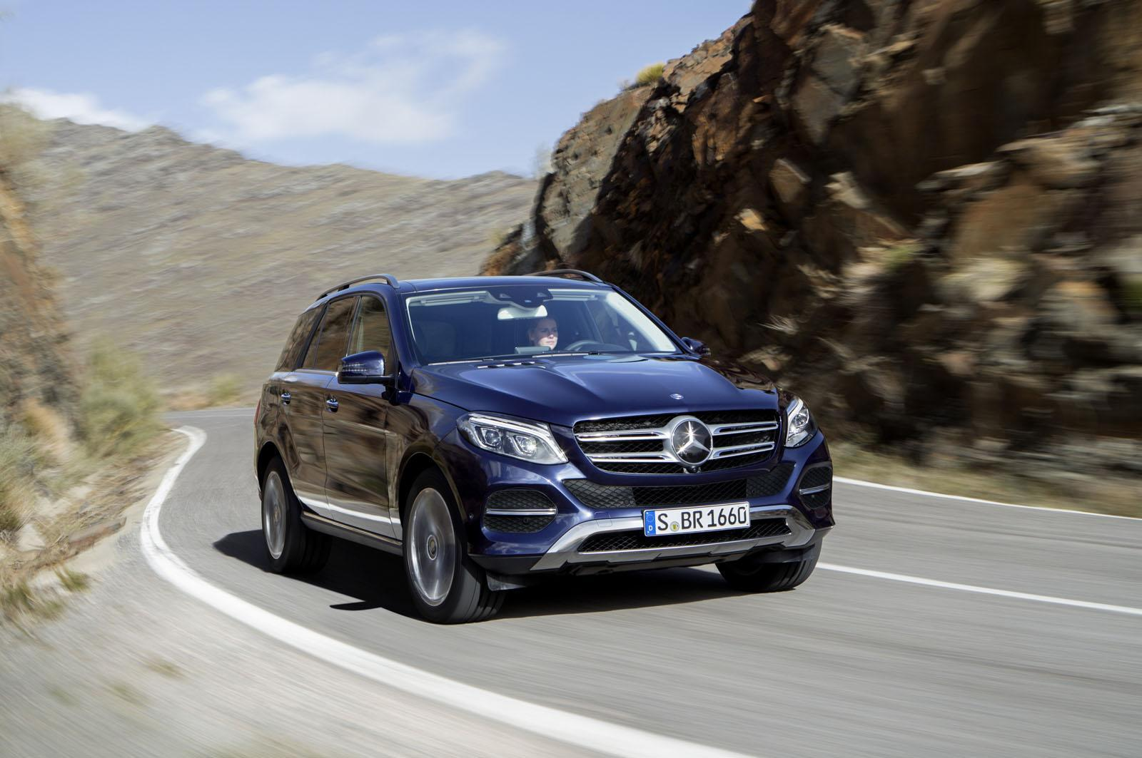 2016_Mercedes-Benz_GLE_41