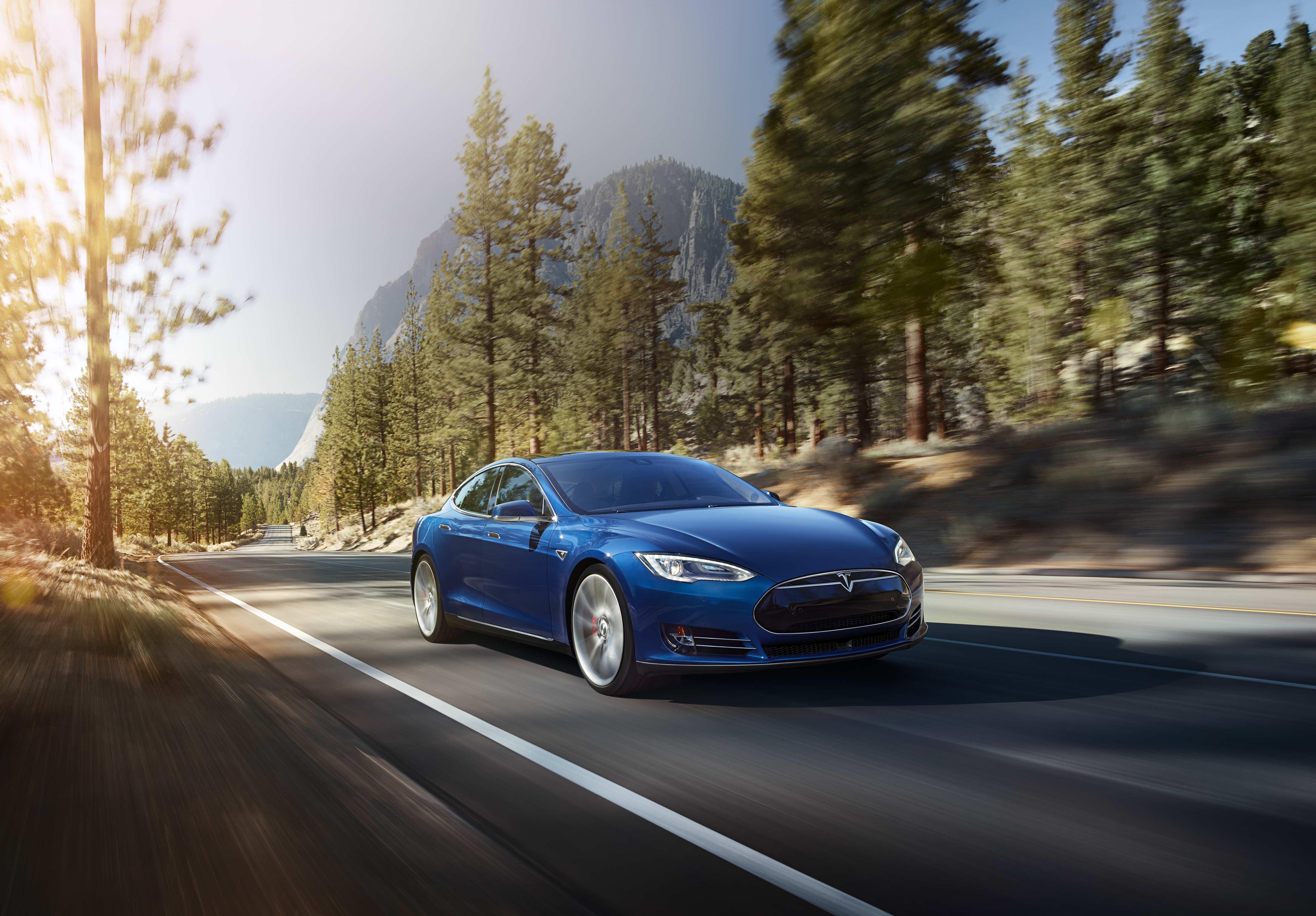 Tesla_Model_S_70D