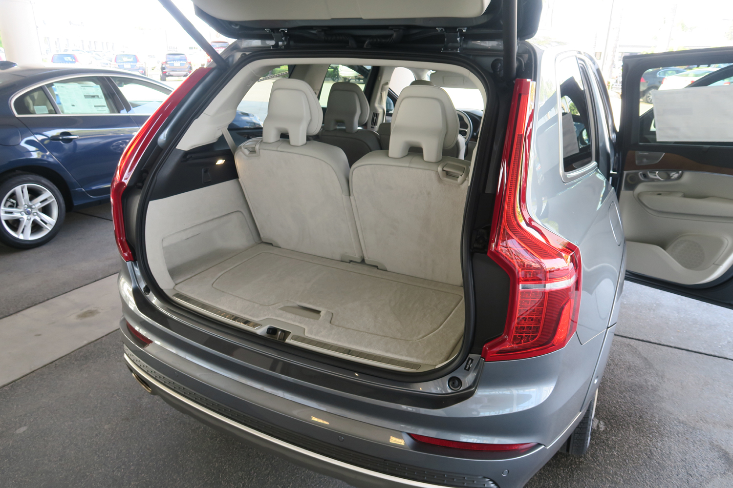 2016_Volvo_XC90_T6_AWD_Inscription_14