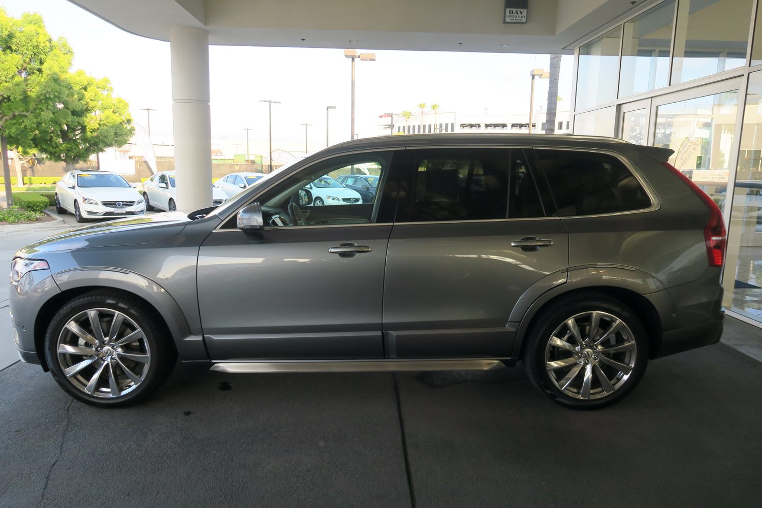 2016_Volvo_XC90_T6_AWD_Inscription_3