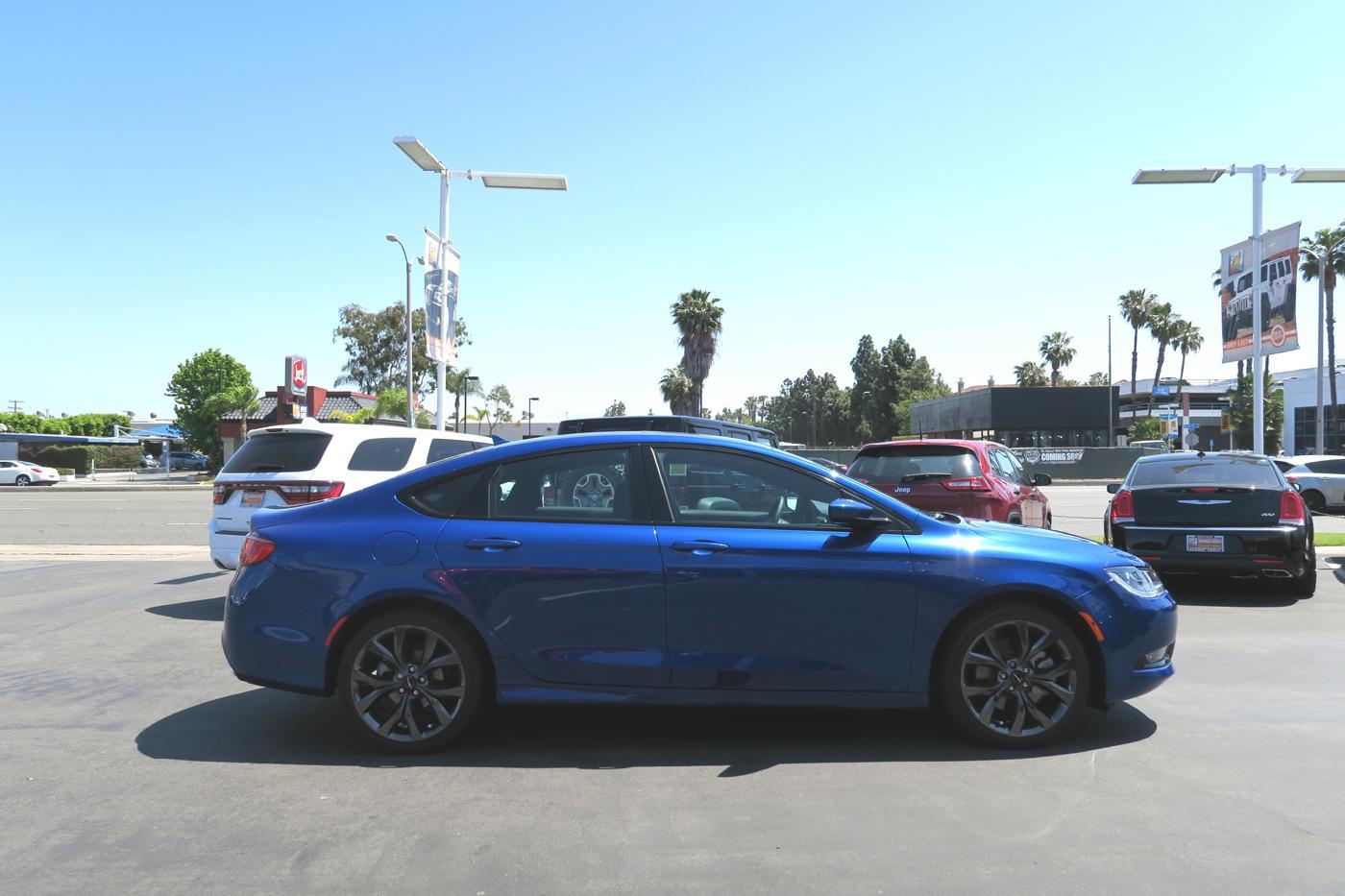 2015_Chrysler_200S_8