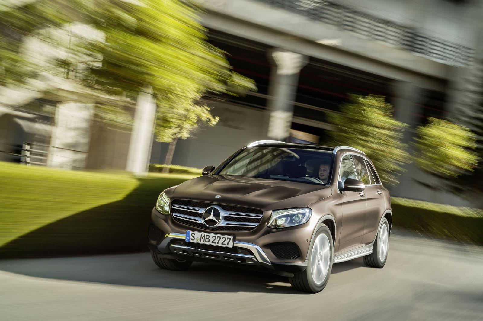 2016_Mercedes-Benz_GLC_20