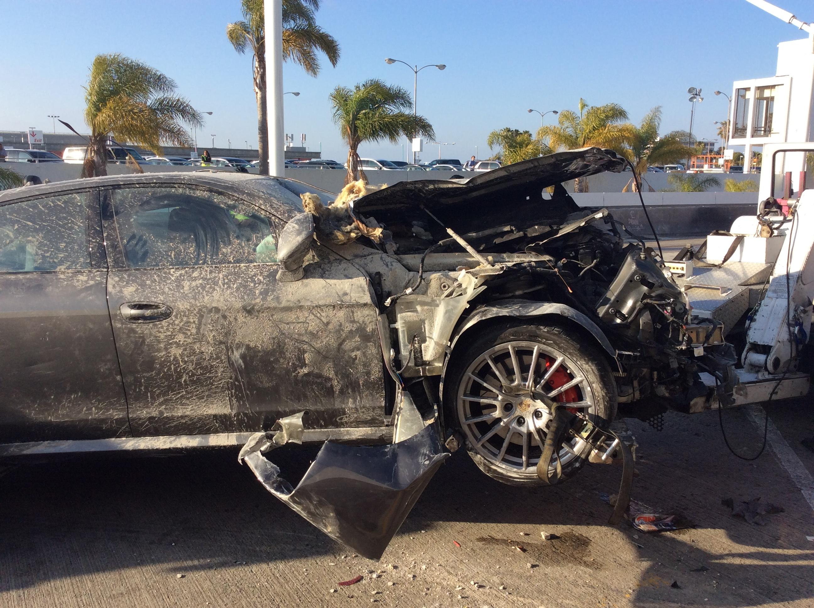 Porsche_Panamera_Crash_1